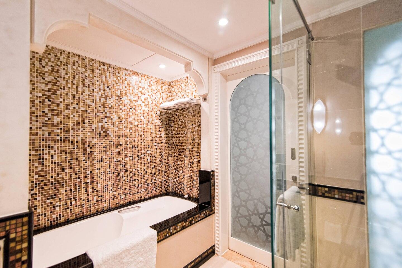 dxbhg-bathroom-0076-hor-clsc