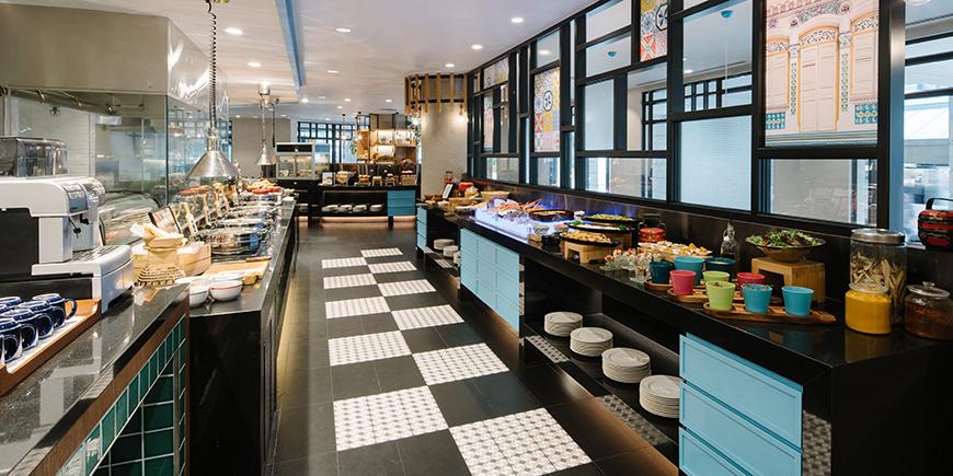 Straits-Cafe--interior-2_870x435
